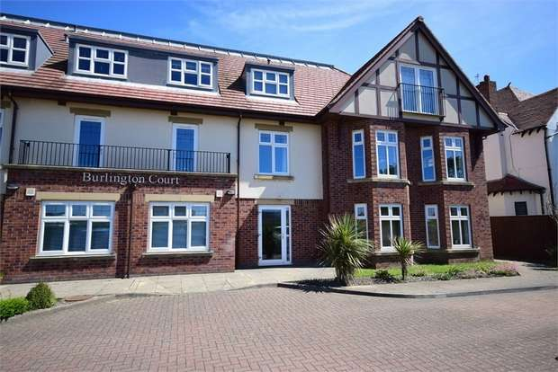 2 Bedrooms Flat for sale in 449 Clifton Drive North, LYTHAM ST ANNES, Lancashire