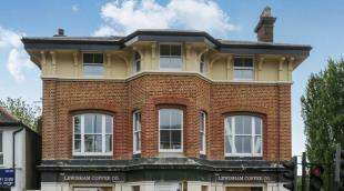 3 Bedrooms Flat for sale in Lewisham Way