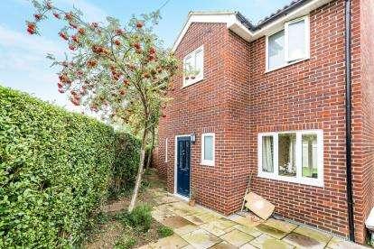 3 Bedrooms Detached House for sale in Parkside, Gravenhurst, Bedford, Bedfordshire