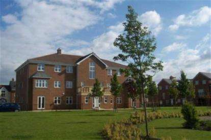 2 Bedrooms Flat for sale in Regency Square, Warrington, Cheshire, WA5