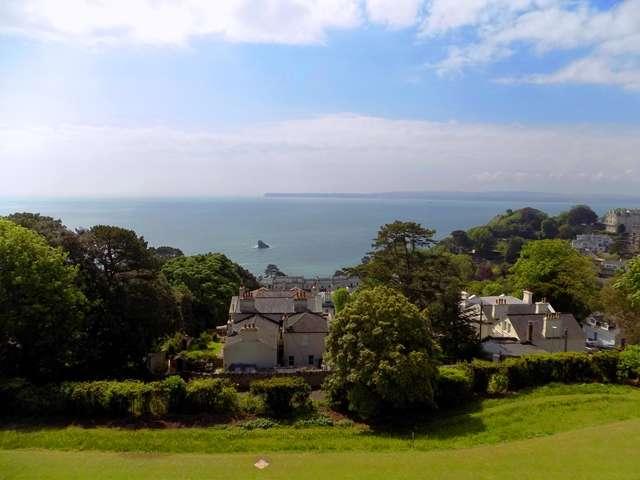 2 Bedrooms Flat for sale in Top floor two bedroom apartment with stunning sea views overlooking Thatchers Rock