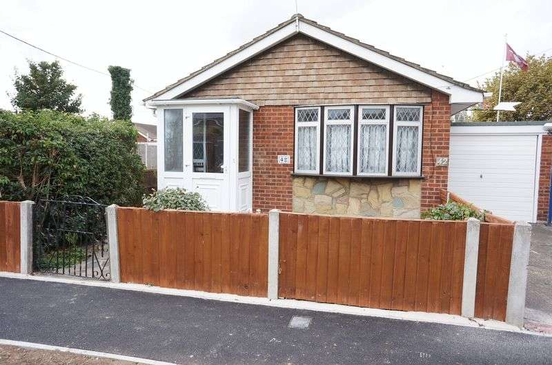 2 Bedrooms Detached Bungalow for sale in Handel Road, Canvey Island