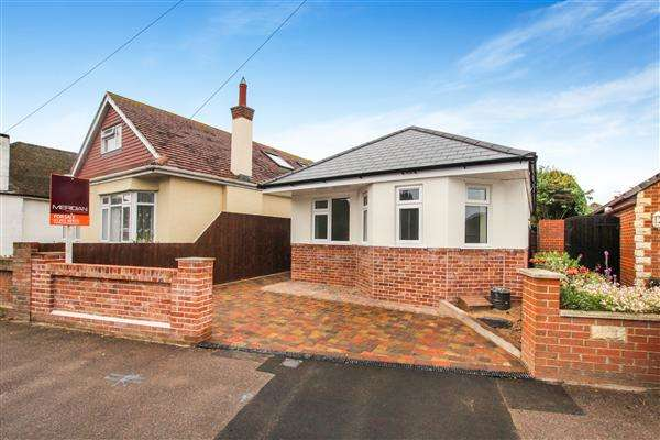 2 Bedrooms Bungalow for sale in Pauntley Road, Christchurch