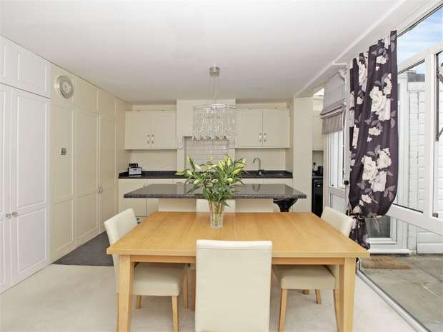 3 Bedrooms Terraced House for sale in Matfield Close, BROMLEY, Kent