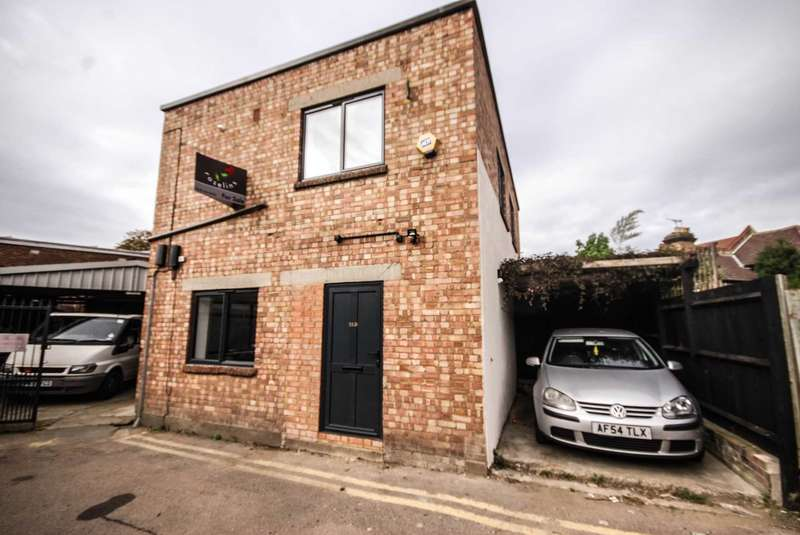 2 Bedrooms Detached House for sale in 1 D WILLOW STREET, CHINGFORD, E4