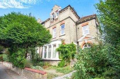1 Bedroom Flat for sale in Ribblesdale Road, London