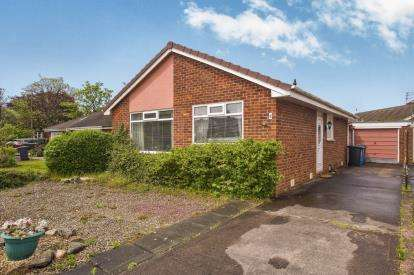 2 Bedrooms Bungalow for sale in Firswood Close, Lytham St. Annes, Lancashire, England, FY8