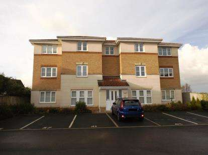 1 Bedroom Flat for sale in Holmecroft Chase, Westhoughton, Bolton, Greater Manchester, BL5