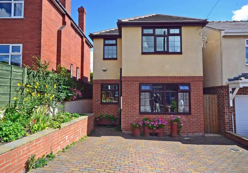 3 Bedrooms Detached House for sale in Wynthorpe Road, Horbury