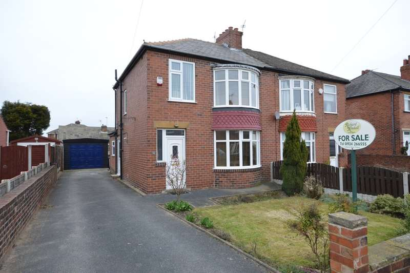 3 Bedrooms Semi Detached House for sale in Grasmere Road, Dewsbury