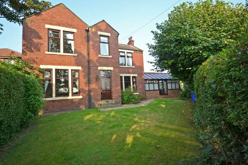4 Bedrooms Detached House for sale in West Wells Road, Ossett