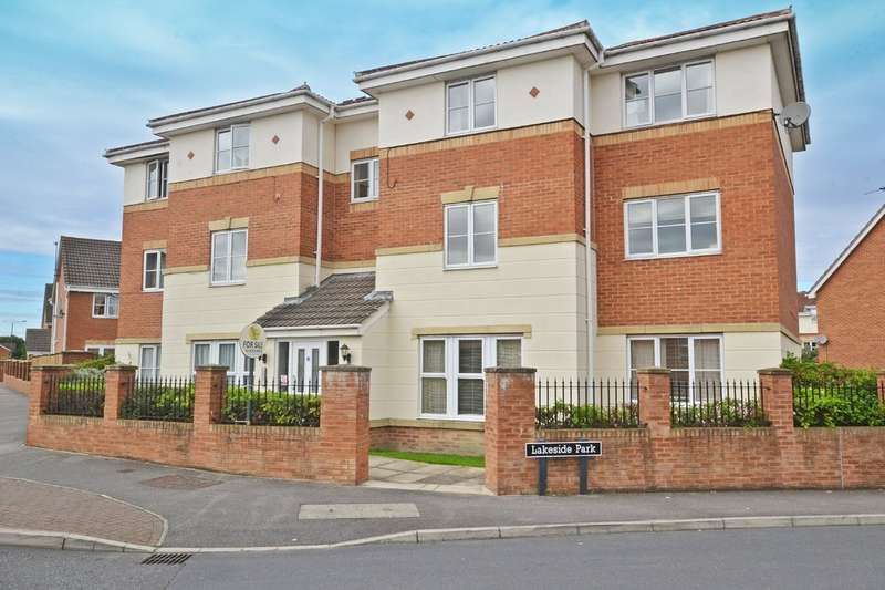 2 Bedrooms Flat for sale in Lakeside Park, Normanton