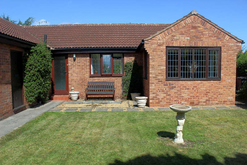 3 Bedrooms Detached Bungalow for sale in Lynwith Court, Carlton