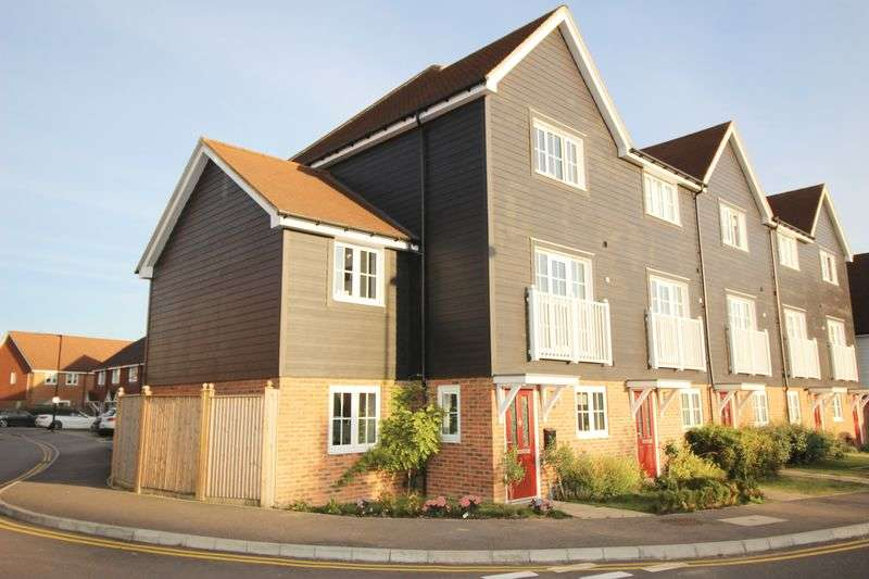 5 Bedrooms Terraced House for sale in Poynder Drive, Holborough Lakes