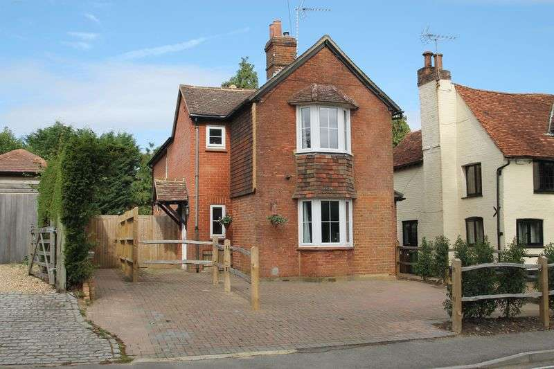 3 Bedrooms Detached House for sale in The Street, West Horsley