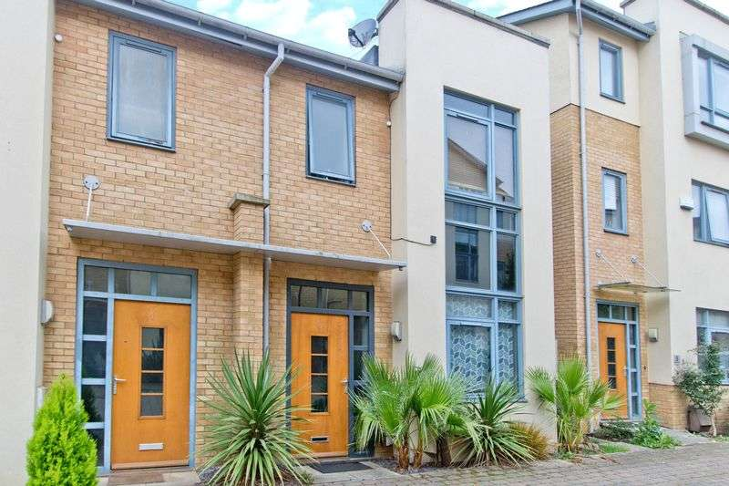 3 Bedrooms Terraced House for sale in Felstar Walk, Milton Keynes