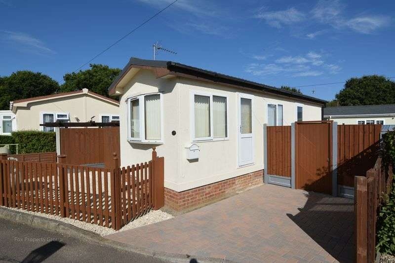 1 Bedroom Detached Bungalow for sale in Lower Road, Hockley