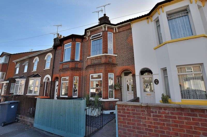 3 Bedrooms Terraced House for sale in Chiltern Road, Dunstable