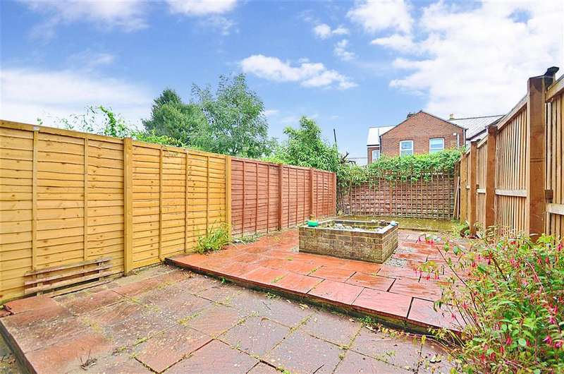 2 Bedrooms End Of Terrace House for sale in Carisbrooke Road, Newport, Isle of Wight
