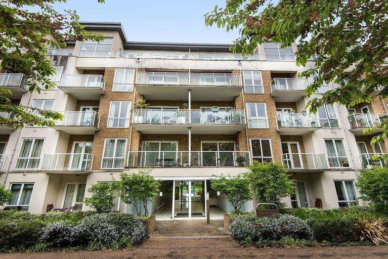 2 Bedrooms Apartment Flat for sale in Acqua House, Melliss Avenue, TW9
