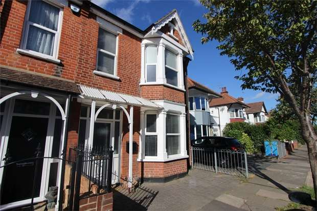 3 Bedrooms Semi Detached House for sale in Woodfield Park Drive, LEIGH-ON-SEA, Essex