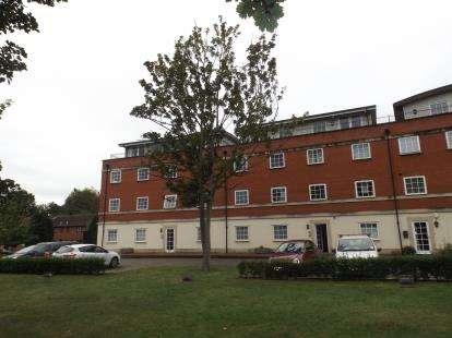 3 Bedrooms Flat for sale in Station Road, Leiston, Suffolk