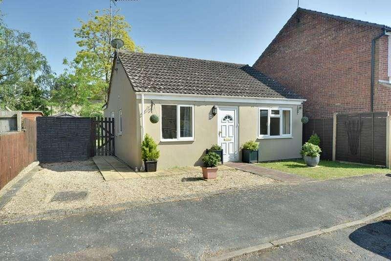 3 Bedrooms Detached Bungalow for sale in Laburnum Close, Red Lodge, Bury St. Edmunds