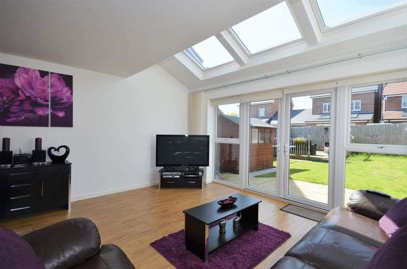 3 Bedrooms Semi Detached House for sale in Weaver Close, Heywood, OL10