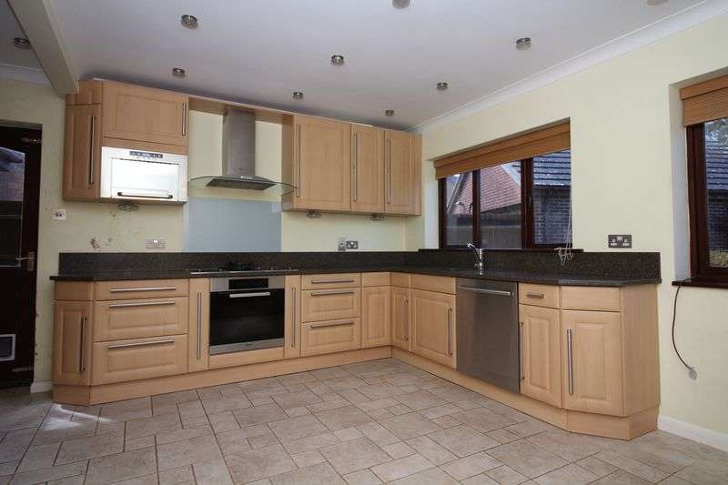 4 Bedrooms Detached House for sale in Hylands, Buckland Newton