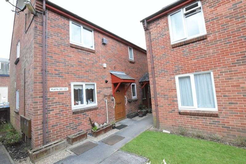 2 Bedrooms Flat for sale in HENMORE PLACE, ASHBOURNE