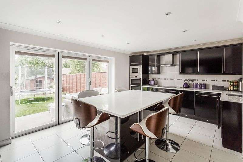 5 Bedrooms Semi Detached House for sale in Tindale Close, CR2