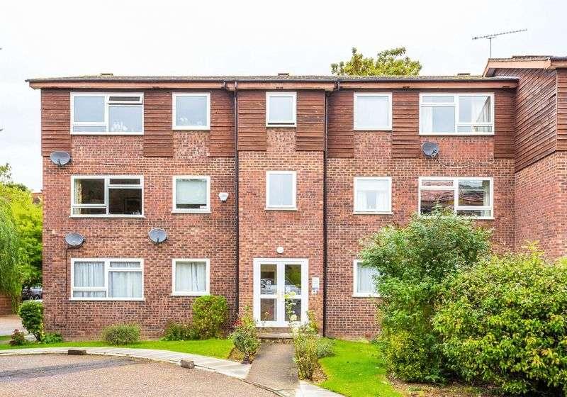 2 Bedrooms Flat for sale in Greenacre Court, Englefield Green