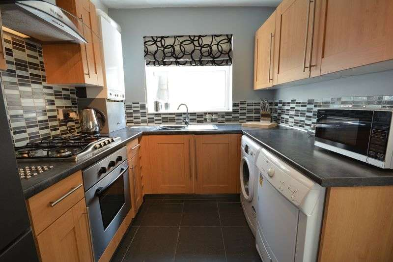 2 Bedrooms Terraced House for sale in Commercial Road, Great Harwood