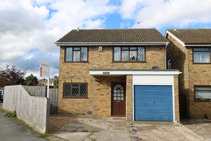 4 Bedrooms Detached House for sale in 4 Double Bedrooms in Stokenchurch