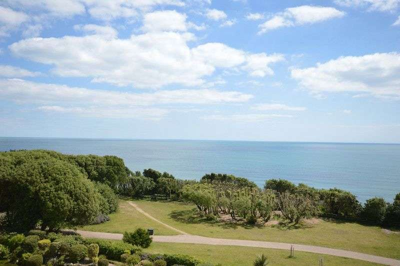 2 Bedrooms Flat for sale in Bournemouth BH5