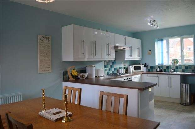 4 Bedrooms Detached House for sale in Walton Cardiff, TEWKESBURY, Gloucestershire, GL20 7RB