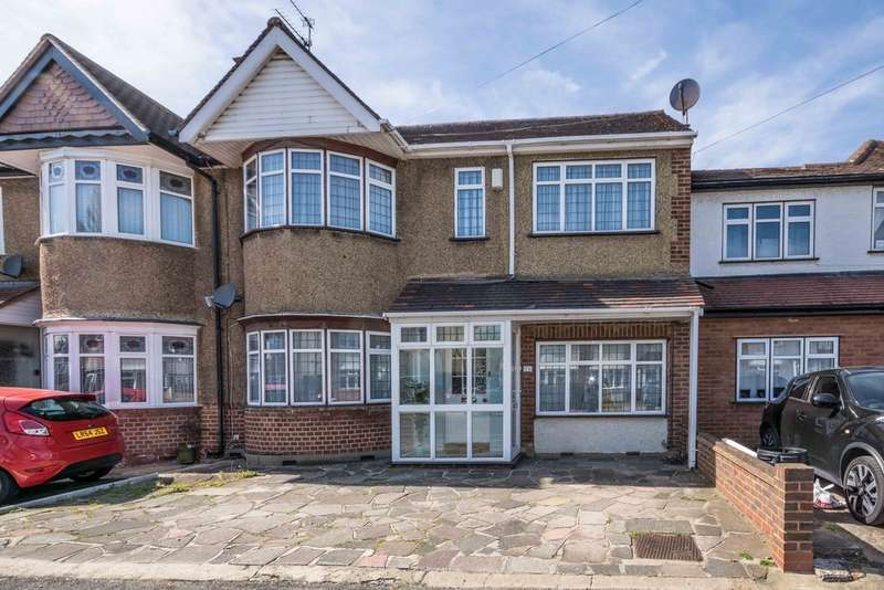 4 Bedrooms Semi Detached House for sale in Whitby Road, Ruislip