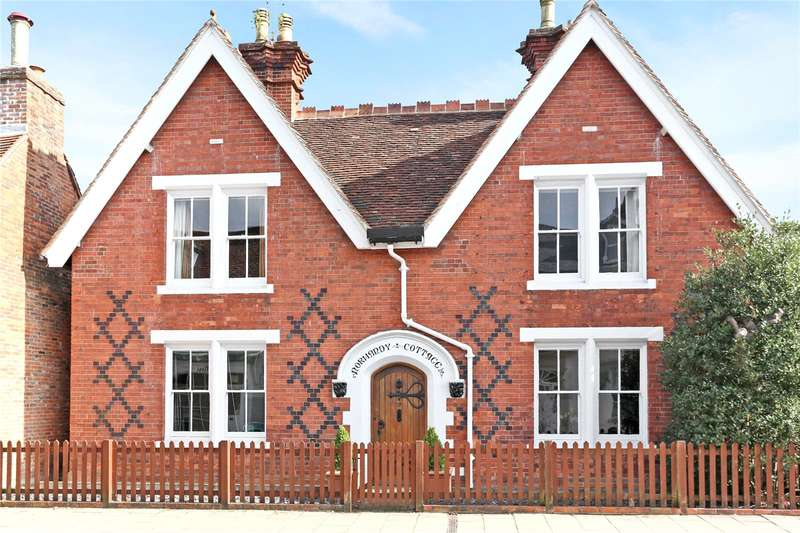 4 Bedrooms Detached House for sale in Normandy Street, Alton, Hampshire, GU34