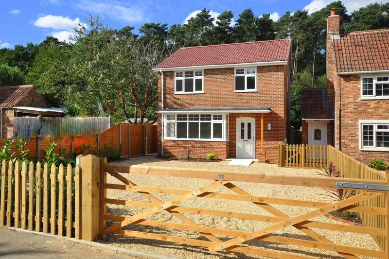 4 Bedrooms Detached House for sale in Station Road, Alderholt, SP6 3RB