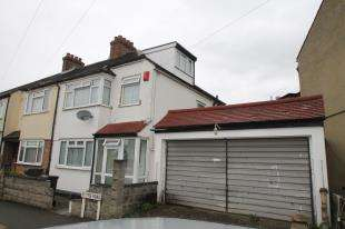 3 Bedrooms Semi Detached House for sale in Hythe Road, Thornton Heath, Surrey, .