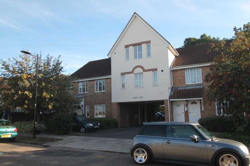 2 Bedrooms Flat for sale in Gainsborough Drive, Westcliff On Sea