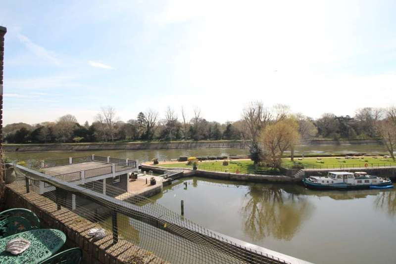 2 Bedrooms Apartment Flat for sale in Brentford Dock, Justin Close