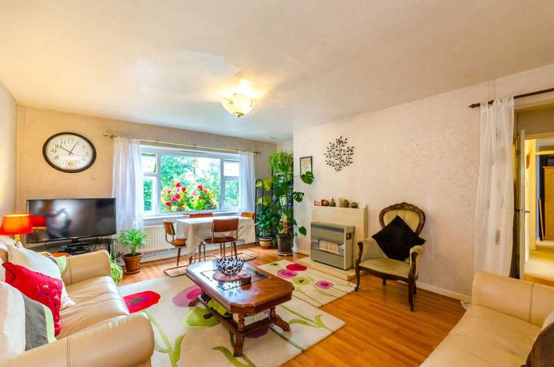3 Bedrooms Flat for sale in Pellatt Grove, Wood Green, N22