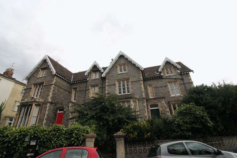 2 Bedrooms Flat for sale in Top floor flat, Warwick Road, Redland