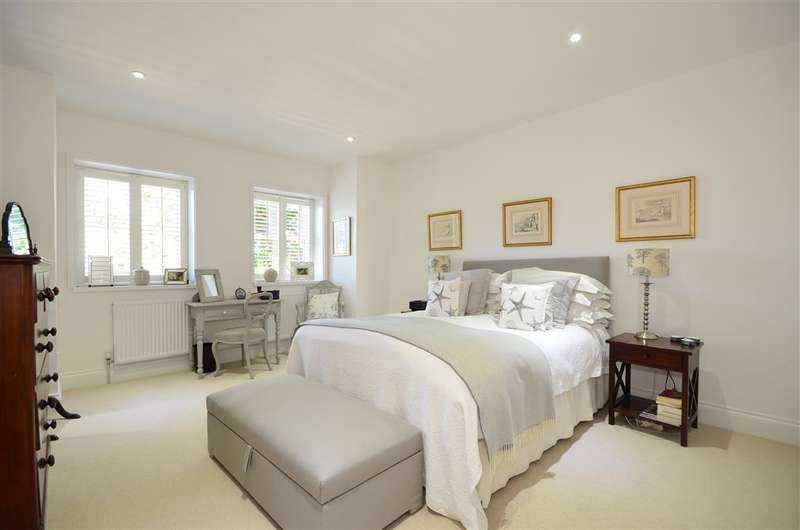 5 Bedrooms Detached House for sale in Southleigh Road, Havant, Hampshire
