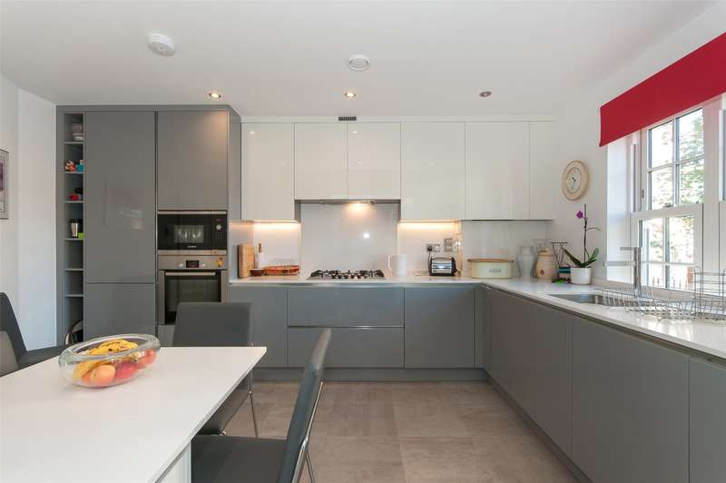 2 Bedrooms Flat for sale in Friary Court, 48 Croydon Road, RH2