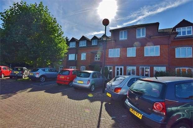 2 Bedrooms Retirement Property for sale in Herne Court, Richfield Road, BUSHEY, Hertfordshire