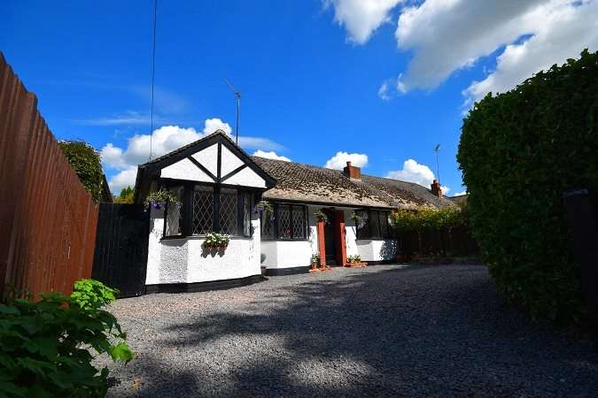 3 Bedrooms Semi Detached Bungalow for sale in Sawbridgeworth