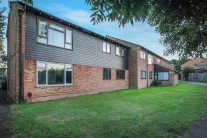 2 Bedrooms Flat for sale in Spoondell, Dunstable, Bedfordshire