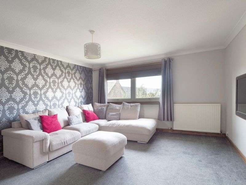 3 Bedrooms Flat for sale in 5 Gordon Court, Broxburn